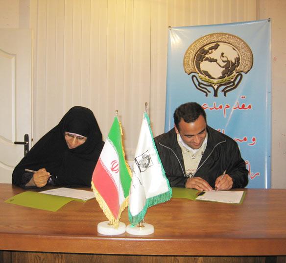 خانم عشرت شایق دبیر موسسه صلح و دوستی در مراسم امضای تفاهمنامه همکاری مابین دفترمنطقه 7 و موسسه صلح و دوستی